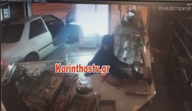 Βίντεο: Ληστές μπουκάρουν σε κατάστημα με το ΙΧ τους