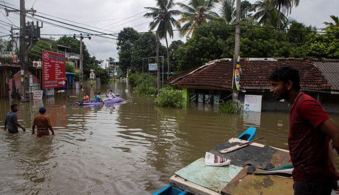 Πλημμυρισμένος δρόμος στη Σρι Λάνκα