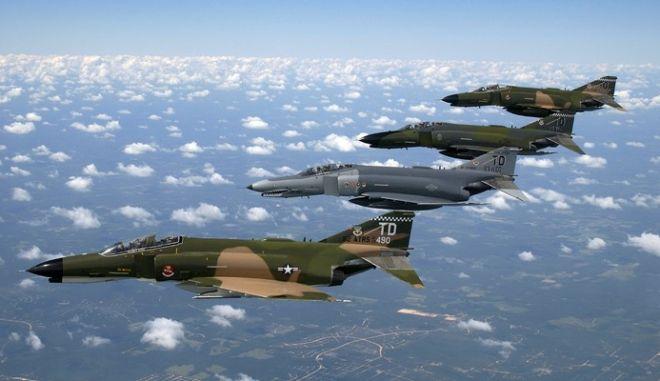 Έξι τουρκικά αεροσκάφη πάνω από τους Φούρνους