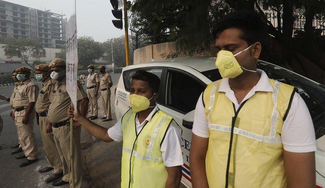 """Ινδία: """"Θάλαμος αερίων"""" το Νέο Δελχί εξαιτίας της ατμοσφαιρικής ρύπανσης"""