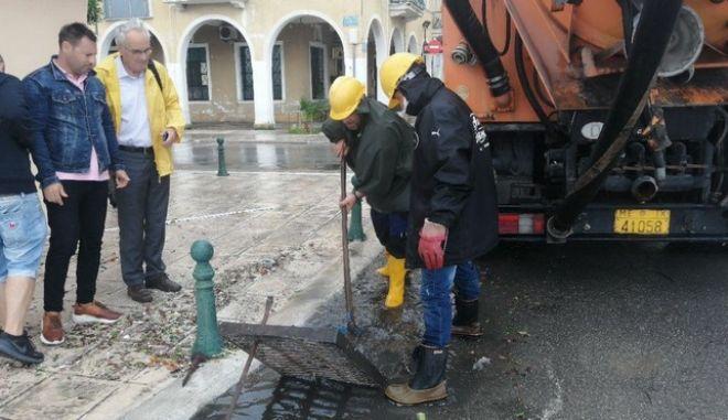 Προσπάθειες αποκατάστασης των μεγάλων καταστροφών που προκλήθηκαν από το πέρασμα του κυκλώνα Ιανού