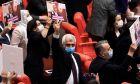 Ο Omer Faruk Gergerlioglu, βουλευτής του HDP, αντιδρά αφού το κοινοβούλιο αφαίρεσε την κοινοβουλευτική του έδρα, στην Άγκυρα, 17 Μαρτίου 2021