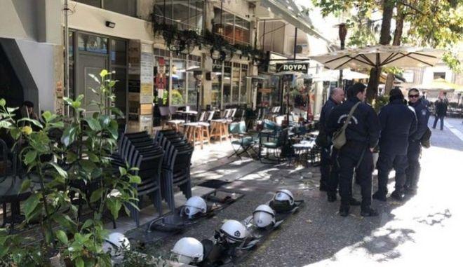 Λάρισα: Κατάληψη αναρχικών στα γραφεία του ΣΥΡΙΖΑ