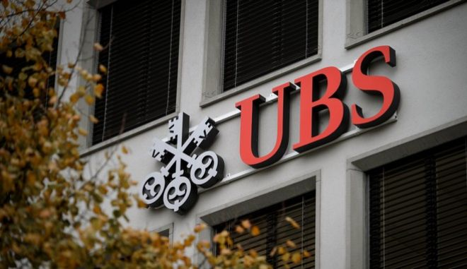 A logo of Swiss banking giant UBS is seen on a building on November 14, 2013 in Zurich.  AFP PHOTO / FABRICE COFFRINI        (Photo credit should read FABRICE COFFRINI/AFP/Getty Images)