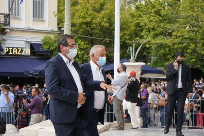 Κώστας Πελετίδης και Θάνασης Παφίλης στη Μητρόπολη για να αποχαιρετήσουν τον Μίκη Θεοδωράκη
