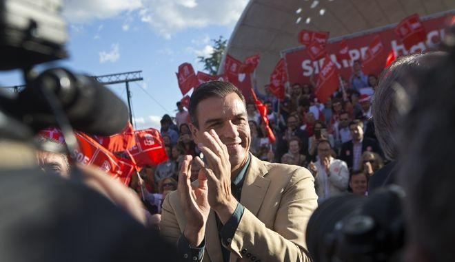 Ο ηγέτης των Σοσιαλιστών Πέδρο Σάντσεθ σε προεκλογική συγκέντρωση στη Μαδρίτη