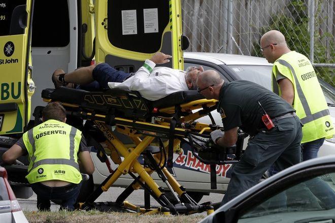 Ασθενοφόρο στο σημείο της επίθεσης σε τέμενος στη Νέα Ζηλανδία