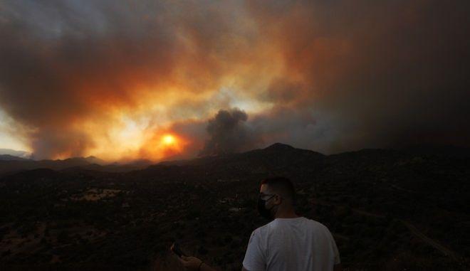 Μαίνεται η μεγάλη φωτιά στην Κύπρο