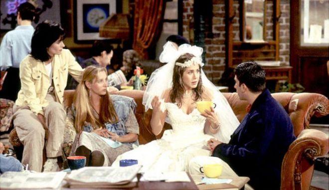 """Σαν σήμερα πριν από 21 χρόνια προβλήθηκε το πρώτο επεισόδιο της σειράς """"Τα Φιλαράκια"""""""