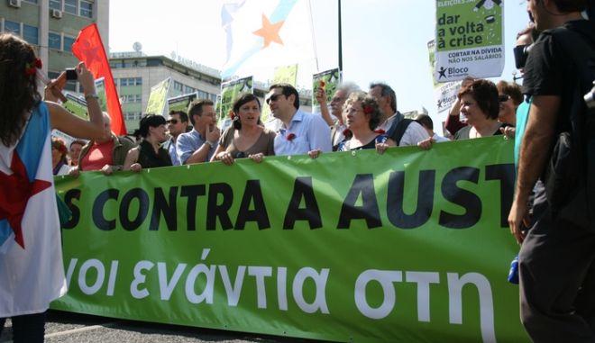 """Τσίπρας στην Πορτογαλία: """"Ο ενωμένος Νότος μπορεί να νικήσει"""""""