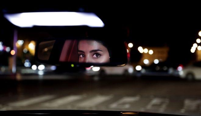 Το Σάββατο 24 Ιουνίου, η Χεσάχ αλ - Ατζατζί οδηγεί το αυτοκίνητό της στο κέντρο της πρωτεύουσας, καθώς μετά τα μεσάνυχτα ήρθη η απαγόρευση ετών στην Σαουδική Αραβία.