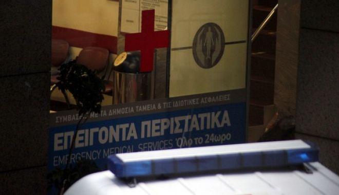 Ασθενοφόρα σε δρόμο της Αθήνας σε στιγμιότυπο την Τρίτη 27 Νοεμβρίου 2012. (EUROKINISSI/ΓΙΩΡΓΟΣ ΚΟΝΤΑΡΙΝΗΣ)