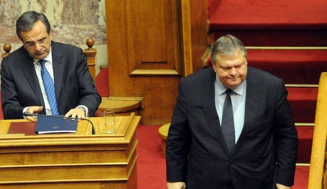 Συνεχίστηκε το απόγευμα της Κυριακής 10 Νοεβρίου 2013, η τριήμερη συζήτηση στη Βουλή επί της πρότασης δυσπιστίας που κατέθεσε ο ΣΥΡΙΖΑ κατά της κυβέρνησης. Στο στιγμιότυπο ο πρόεδρος του ΠΑΣΟΚ και αντιπρόεδρος της κυβένησης  Ευαγ. Βενιζέλος και ο πρωθυπυργός Αντ. Σαμαράς (EUROKINISSI/ΑΝΤΩΝΗΣ ΝΙΚΟΛΟΠΟΥΛΟΣ)