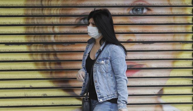 Γιατί αποφασίστηκε τώρα η ευρεία χρήση μάσκας