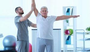 Η φυσικοθεραπευτική αντιμετώπιση της ΧΑΠ περιλαμβάνει την επανεκπαίδευση της αναπνοής