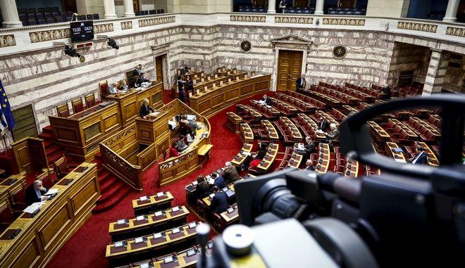 Εγκρίθηκε στην Επιτροπή η αναδοχή από ομόφυλα ζευγάρια