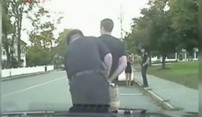 Βίντεο: Συνελήφθη για να της κάνει πρόταση γάμου