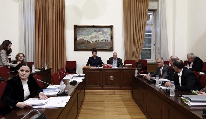 'Παρουσιολόγιο' για τους 23 διορισθέντες Γεωργιάδη ζητά η Εξεταστική από το Υπ.Υγείας