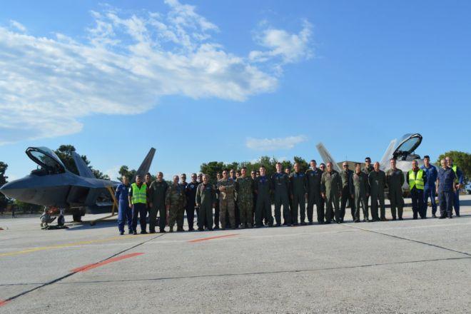 Αμερικανικά F-22 Raptor στη Λάρισα