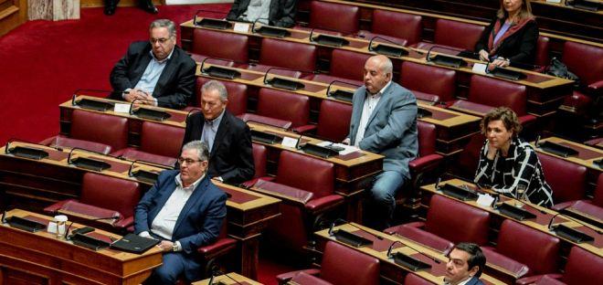 Οι βουλευτές του ΚΚΕ στα έδρανα της Βουλής