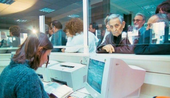 ΟΟΣΑ: Αυξήστε τα όρια ηλικίας στα 67, μειώστε τις χαμηλές συντάξεις