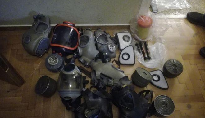 """Συλλήψεις και πλήθος πολεμοφοδίων στο διαμέρισμα """"γιάφκα"""" της οδού Στουρνάρη"""