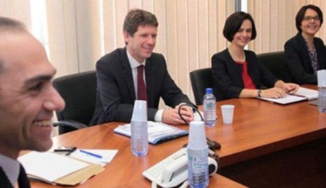 Κατέληξαν σε συμφωνία τελικά τρόικα και Κύπρος. Τέταρτη συνεχόμενη επικαιροποίηση μνημονίου