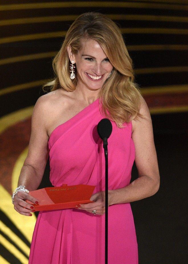 Στο κόκκινο χαλί δεν περπάτησε, αφού ήταν η παρουσιάστρια του μεγάλου βραβείου της βραδιάς, μας θύμισε όμως γιατί είναι πάντα η