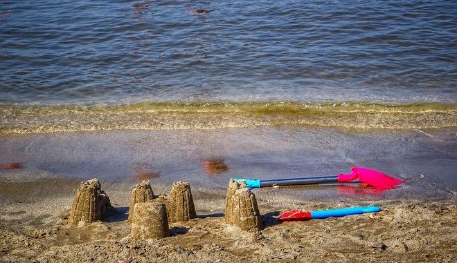 Καλοκαιρινό στιγμιότυπο από παραλία της Κέρκυρας