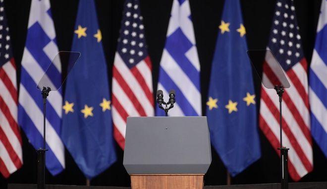Σημαίες των ΗΠΑ και της Ελλάδας