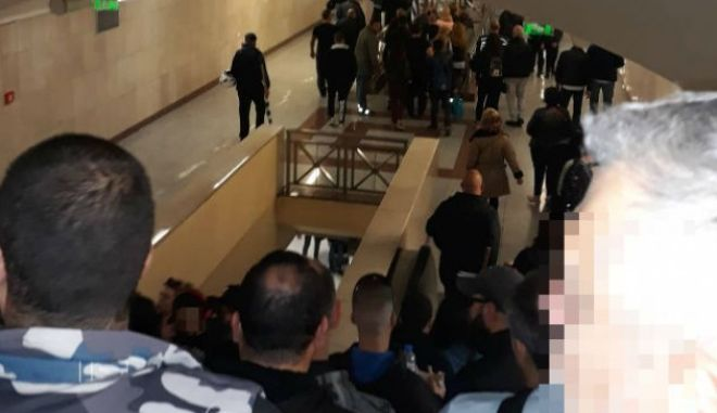 Προκλητικό σόου Χρυσής Αυγής: Τάγμα εφόδου στο μετρό Μοναστηράκι