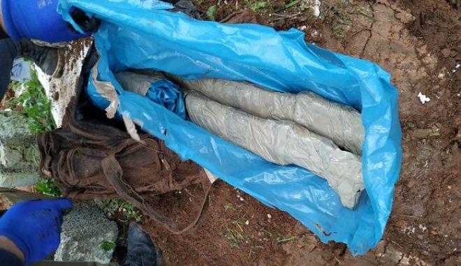 Έθαβαν τα ναρκωτικά στην αυλή του σπιτιού τους και τα διακινούσαν σε Κορωπί και Δυτική Αττική