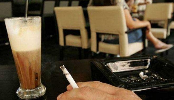 Κυνηγάνε τους καπνιστές στα Τρίκαλα