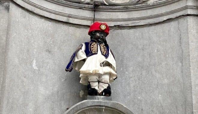 """Το άγαλμα των Βρυξελλών """"Manneken Pis"""" τίμησε τα 200 χρόνια από την Ελληνική Επανάσταση"""