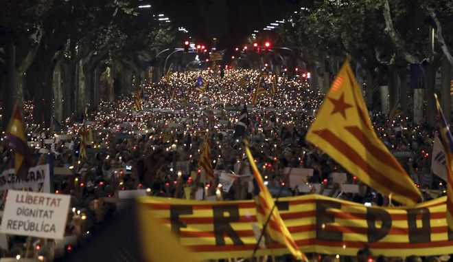 People gather to protest against the National Court's decision to imprison civil society leaders without bail, in Barcelona, Spain, Tuesday, Oct. 17, 2017. Spain's top court also ruled Tuesday that a recent independence referendum in Catalonia was unconstitutional, a day after a Madrid judge provisionally jailed two Catalan independence leaders, Jordi Sanchez and Jordi Cuixart, in a sedition probe.(AP Photo/Emilio Morenatti)