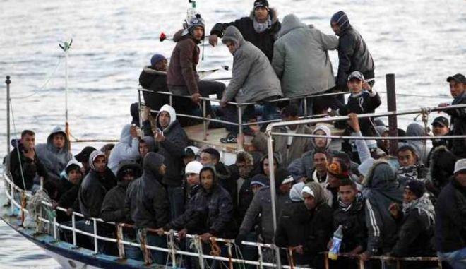 Σκάφος με 94 λαθρομετανάστες στην Πύλο: Συνελήφθησαν οι διακινητές