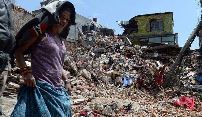 Τους 6.204 έφτασαν τα θύματα του φονικού στο Νεπάλ, στους 14.000 οι τραυματίες