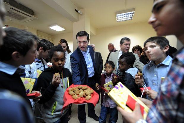 Πρωτοχρονιάτικα Κάλαντα στα Γραφεία του ΣΥΡΙΖΑ από μικρούς φιλοξενουμένους του Ιδρύματος Χατζηκώνστα, Τρίτη 31 Δεκ. 2013. (EUROKINISSI/ΑΝΤΩΝΗΣ ΝΙΚΟΛΟΠΟΥΛΟΣ)