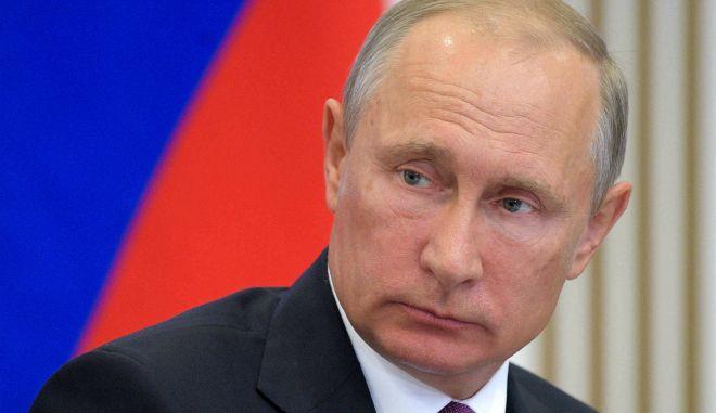 Πούτιν - Ρωσία: 5 πίνακες που δείχνουν πως τους βλέπουμε οι Έλληνες