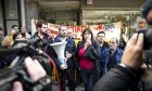 Διαμαρτυρία μελών της ΛΑΕΝ και του κινηματος ΔΕΝ ΠΛΗΡΩΝΩ σε συμβολαιογραφειο του Πειραιά, ενάντια στους πλειστηριασμούς. Τετάρτη 17/1/2018. (EUROKINISSI/ ΚΑΤΕΡΙΝΑ ΝΟΜΙΚΟΥ)