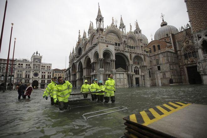 "v4 - Βενετία: Εικόνες αποκάλυψης - ""Θάλασσα"" έγινε η πλατεία του Αγίου Μάρκου"