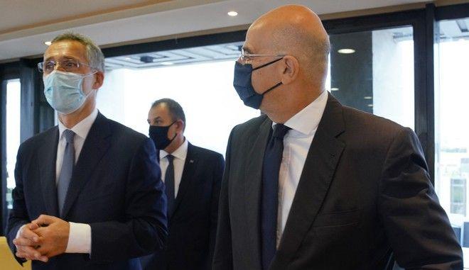 Οι Νίκος Δένδιας και Γενς Στόλτενμπεργκ σε συνάντησή τους στην Αθήνα τον Οκτώβριο του 2020