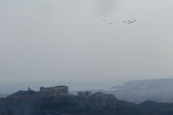 Η στιγμή της διέλευσης πάνω από την Ακρόπολη