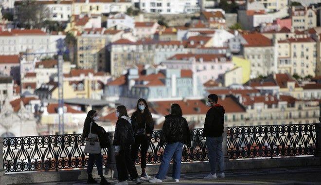 Μήπως έχουμε ένα από τα πιο σκληρά lockdown της Ευρώπης; Οκτώ Έλληνες του εξωτερικού απαντούν