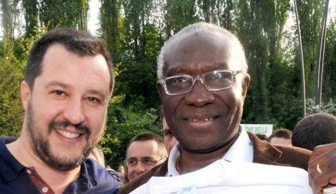 Ιταλικά παράδοξα: Η Λέγκα εκλέγει μαύρο γερουσιαστή και είναι ο υπεύθυνος μεταναστευτικής πολιτικής της