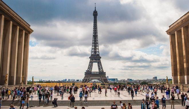 Η Γαλλία θέλει 100 εκατ. τουρίστες το 2020