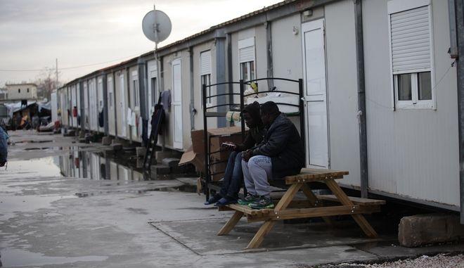 Στιγμιότυπο από δομή φιλοξενίας προσφύγων και μεταναστών