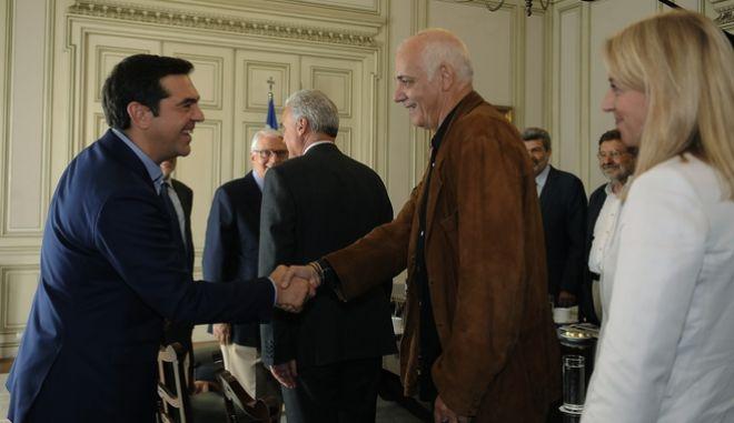 Στιγμιότυπο από την συνάντηση που είχε σήμερα ο πρωθυπουργός Αλέξης Τσίπρας με τα μέλη της επιτροπής διαλόγου για την συνταγματική αναθεώρηση,Πέμπτη 6 Οκτωβρίου 2016 (EUROKINISSI/ΤΑΤΙΑΝΑ ΜΠΟΛΑΡΗ)