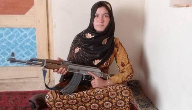 Έφηβη σκότωσε 2 Ταλιμπάν και τραυμάτισε πολλούς άλλους για να εκδικηθεί τον θάνατο των γονιών της