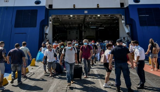 Εικόνα από το λιμάνι του Πειραιά τον Αύγουστο του 2020